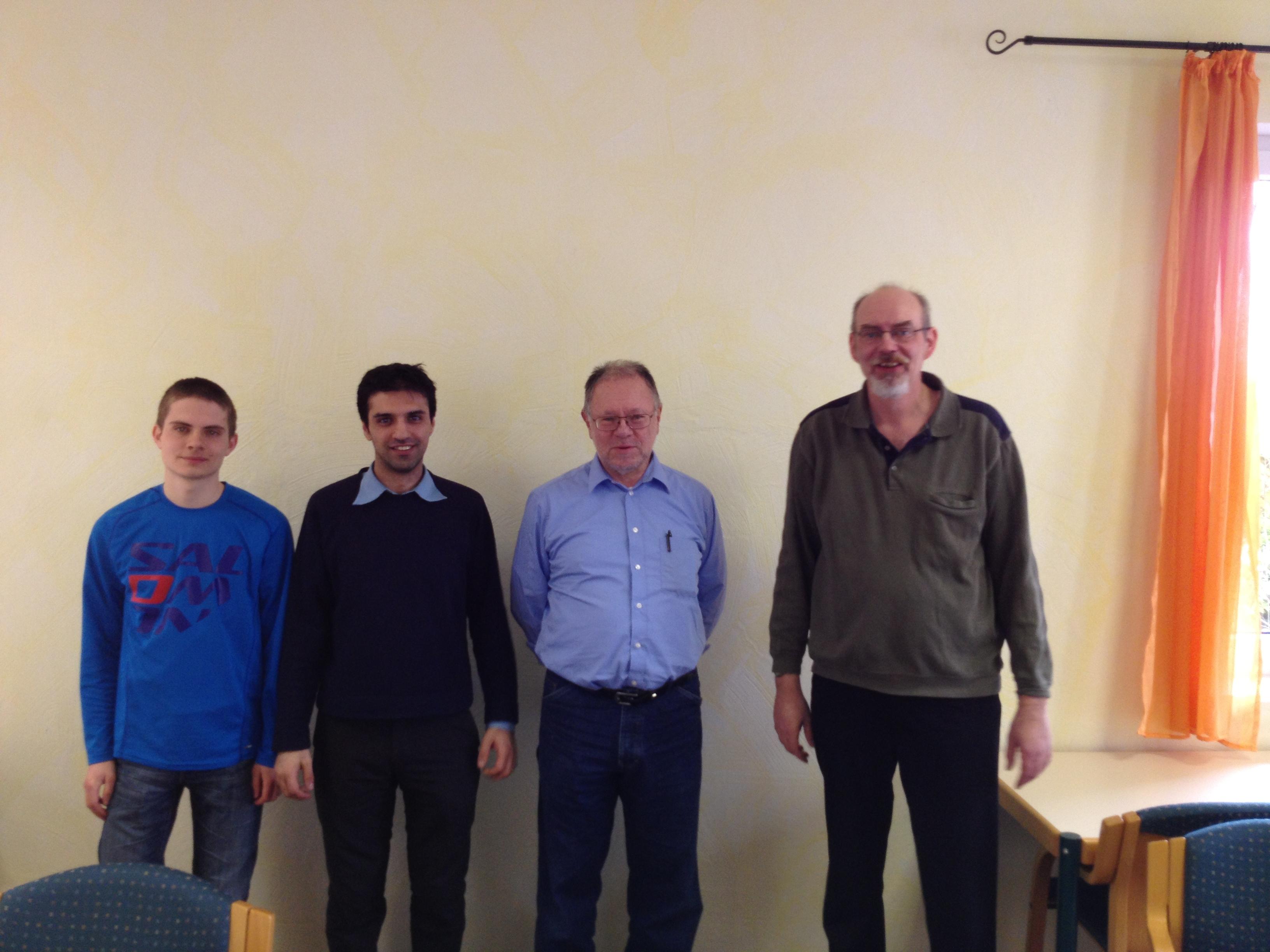 die Erstplatzierten v.l.n.R. Hannes Münch (Wetzlar, 2.),  Mehran Khoshneviszadeh (Marburg, 3.) Gerhard Orwatsch (Butzbach 1.) Olaf Schmidt (Vorsitzender Bezirk III Lahn/Eder)